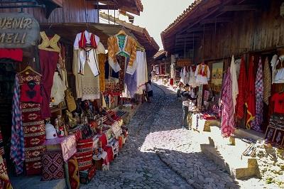 Kruje Albanie, bazaar traditionel voyages et vacances en Albanie