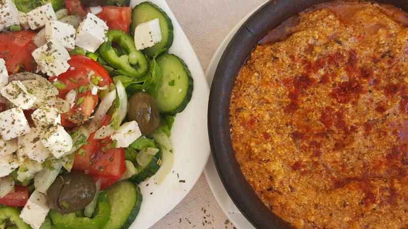 La cuisine albanaise_salades grecques et tave
